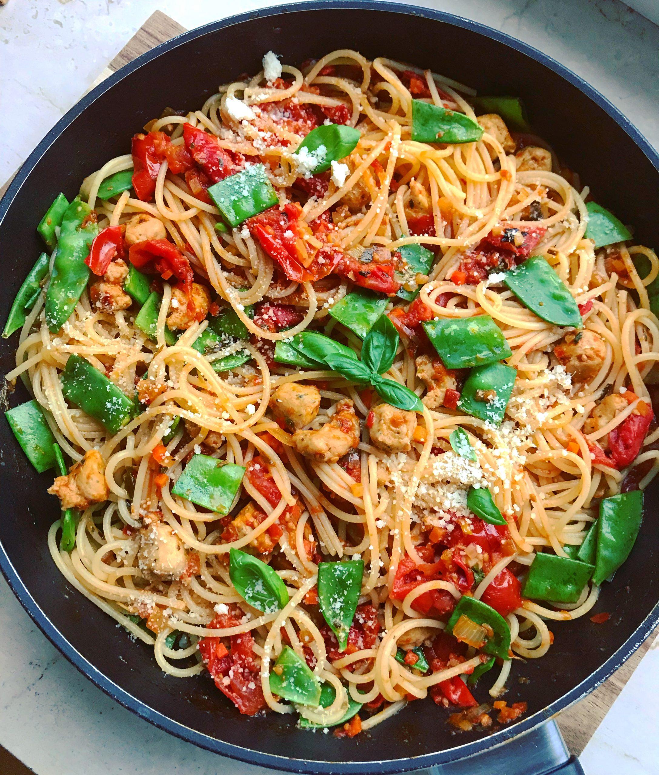 Spaghetti mit Kirschtomatensoße und Putenhackbällchen