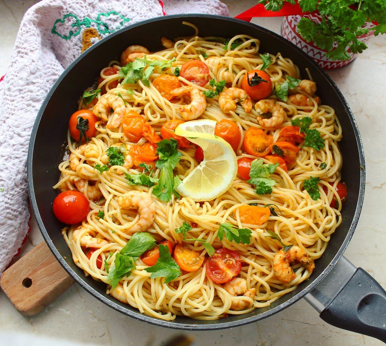 Spaghetti mit geräucherter Paprika-Tomatensalsa und Garnelen