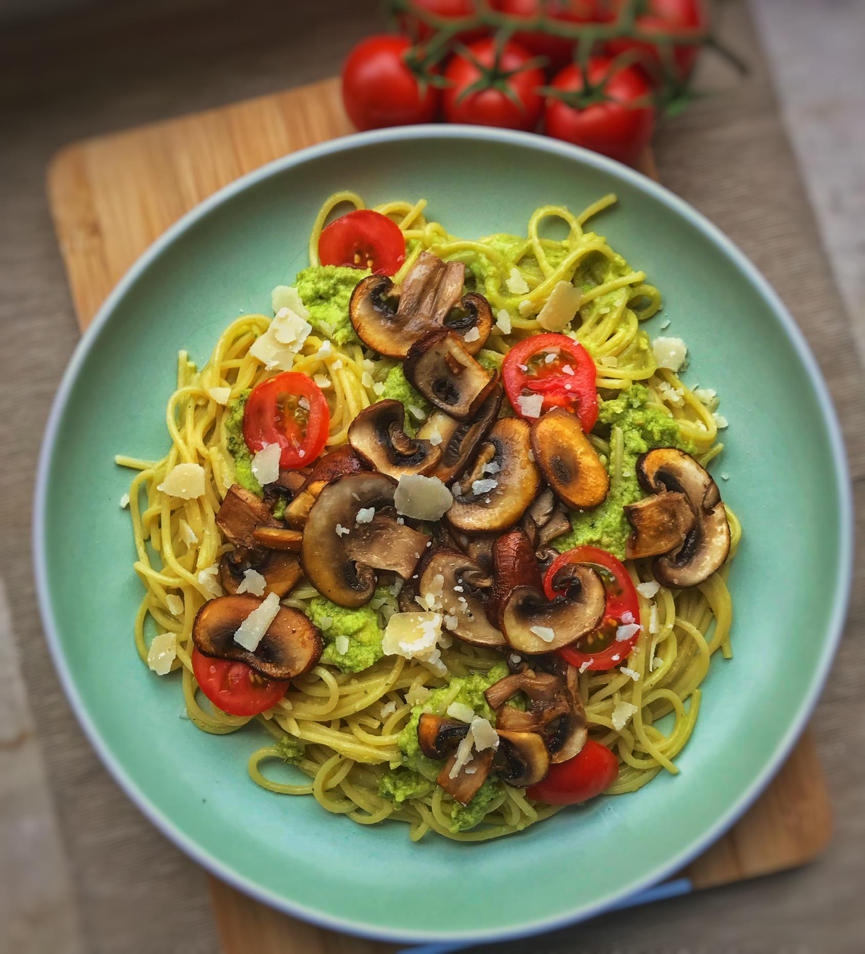 Spaghetti mit Avocadopesto