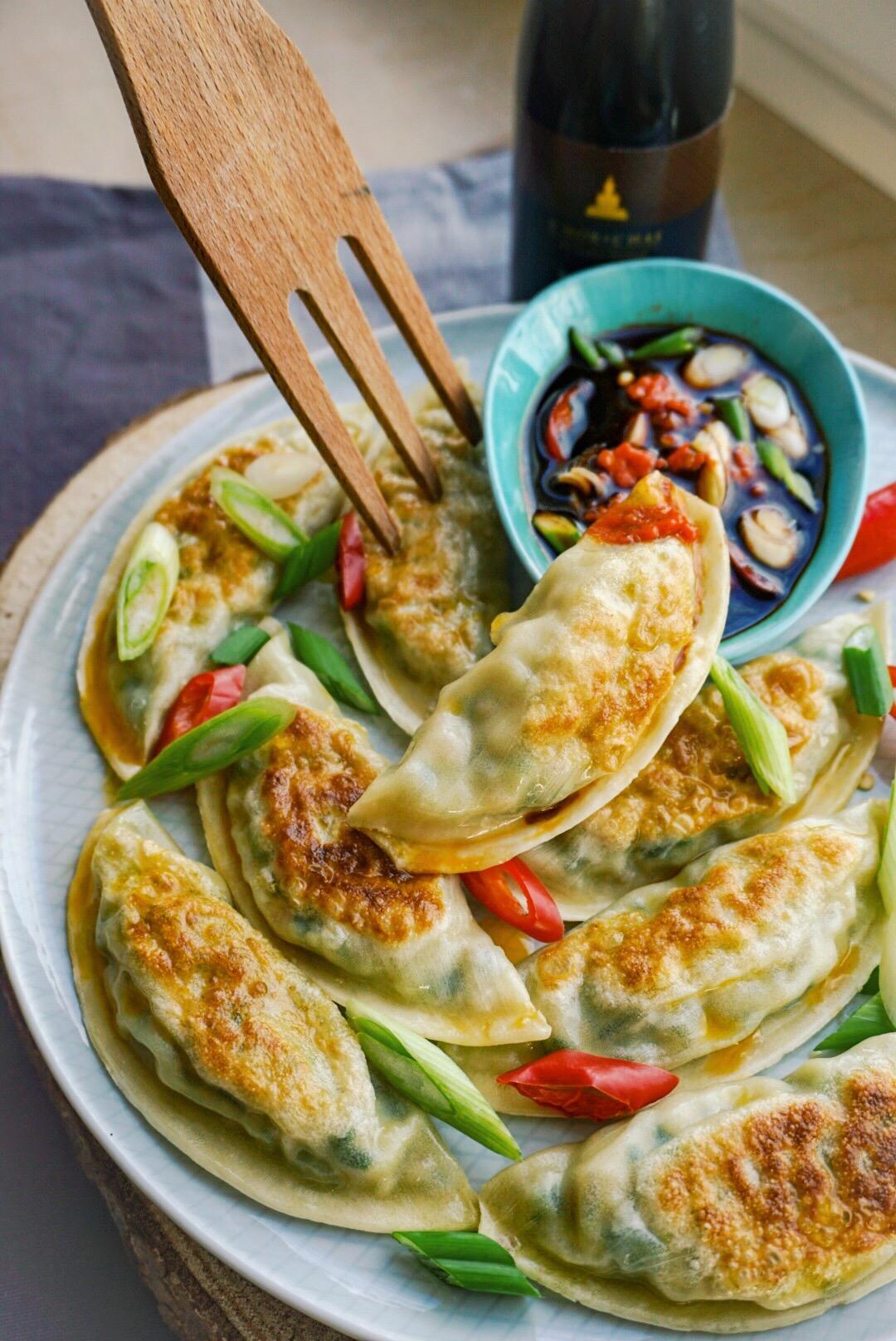 Gemüse-Gyozas mit Feigen-Soja-Chili Dip