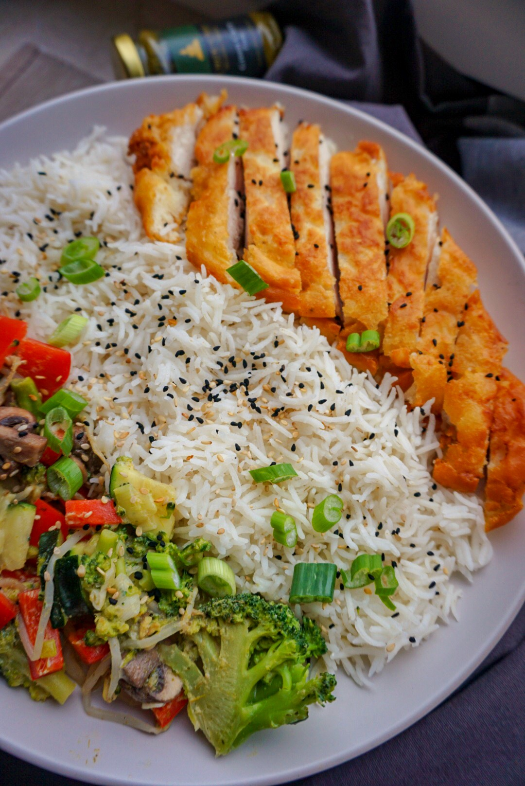 gebackenes Hühnerfleisch mit grünem Gemüse-Curry