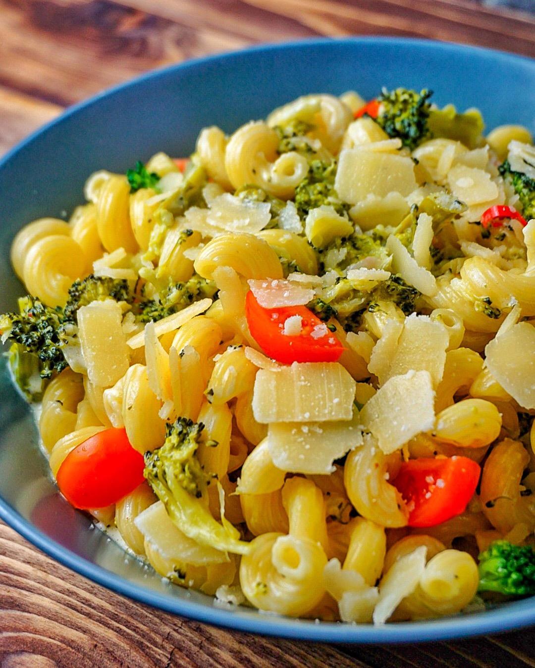 Brokkoli-Pasta mit Käse-Sahne-Sauce