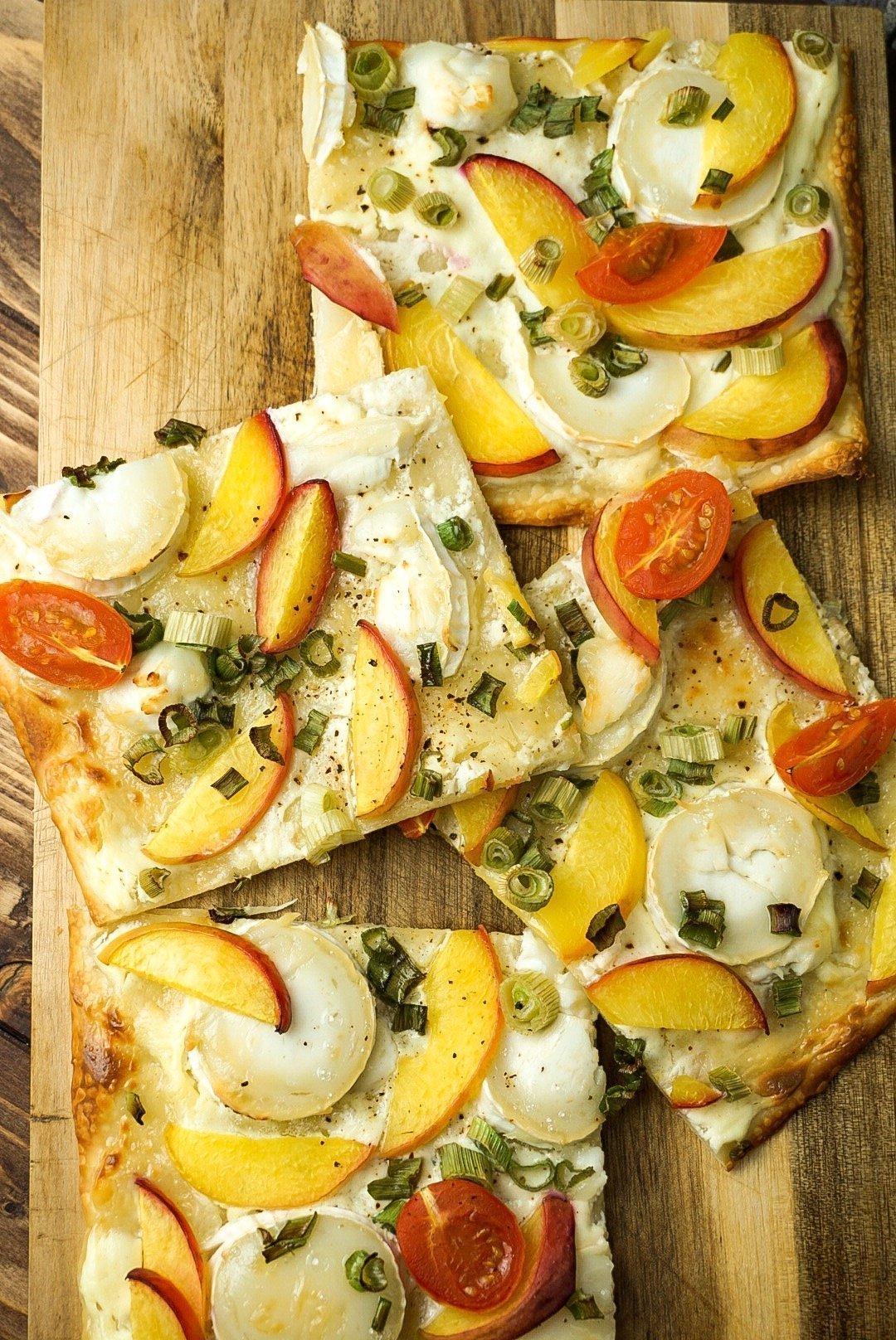 vegetarischer Ziegenkäse-Flammkuchen mit Pfirsich