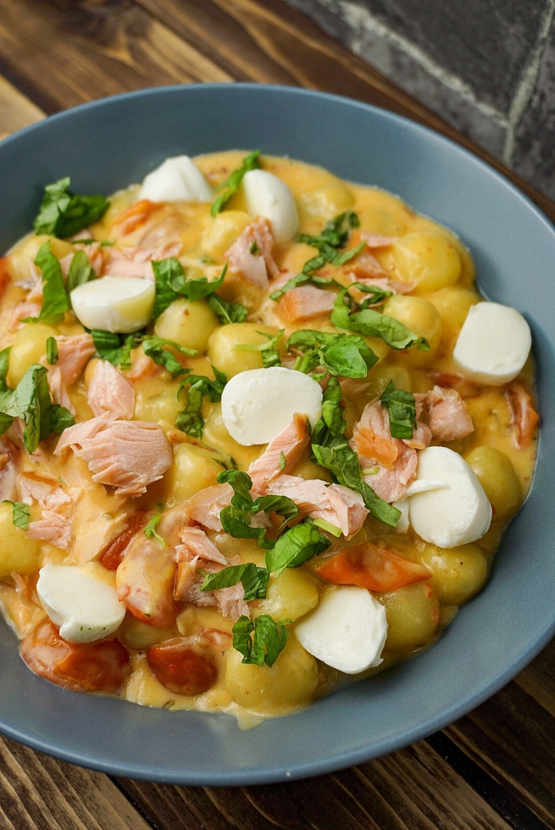 Gnocchi in pikanter Tomaten-Sahne Soße mit Lachs