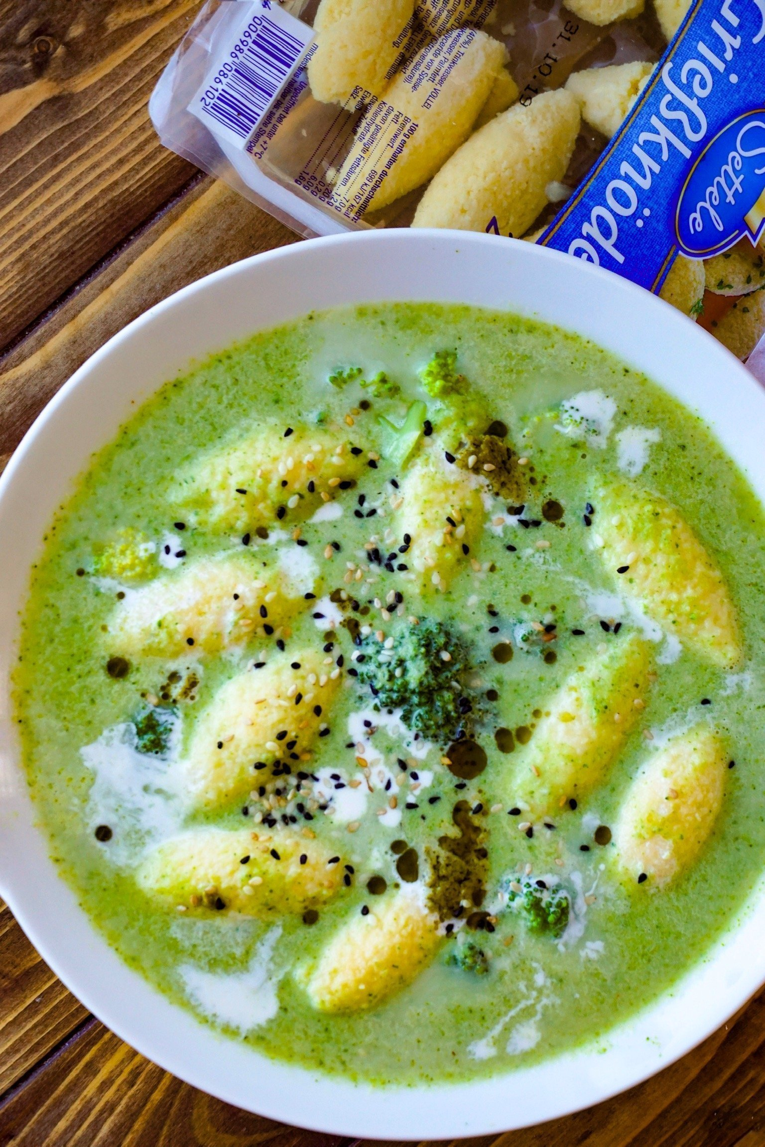 Brokkoli-Cremesuppe mit Grießnockerl