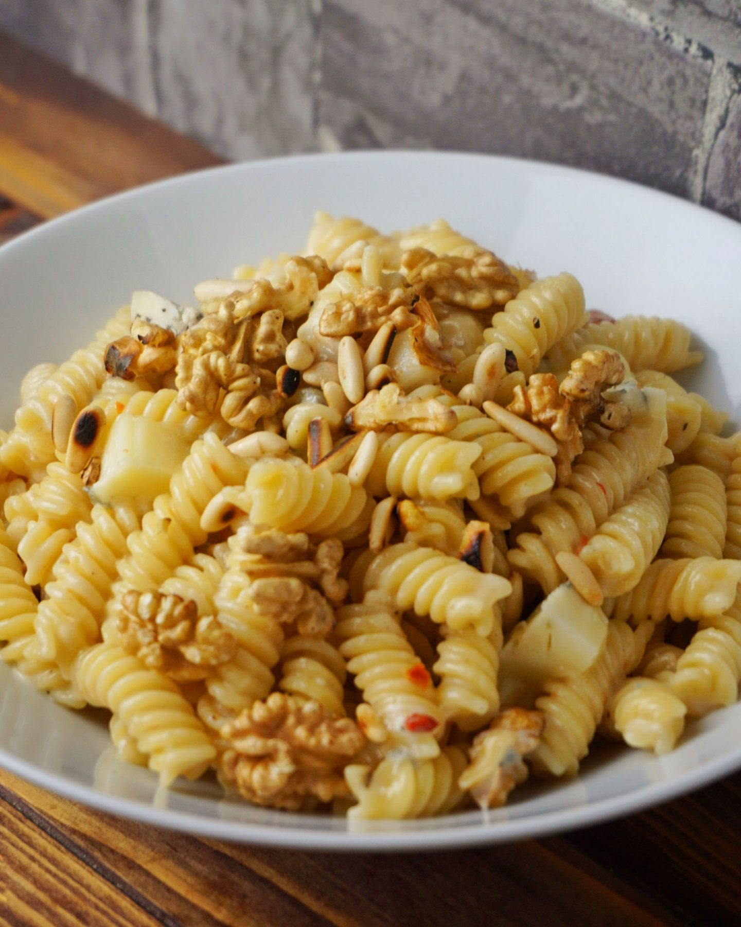 Spirelli in Gorgonzola-Birnen Sauce mit gerösteten Nüssen