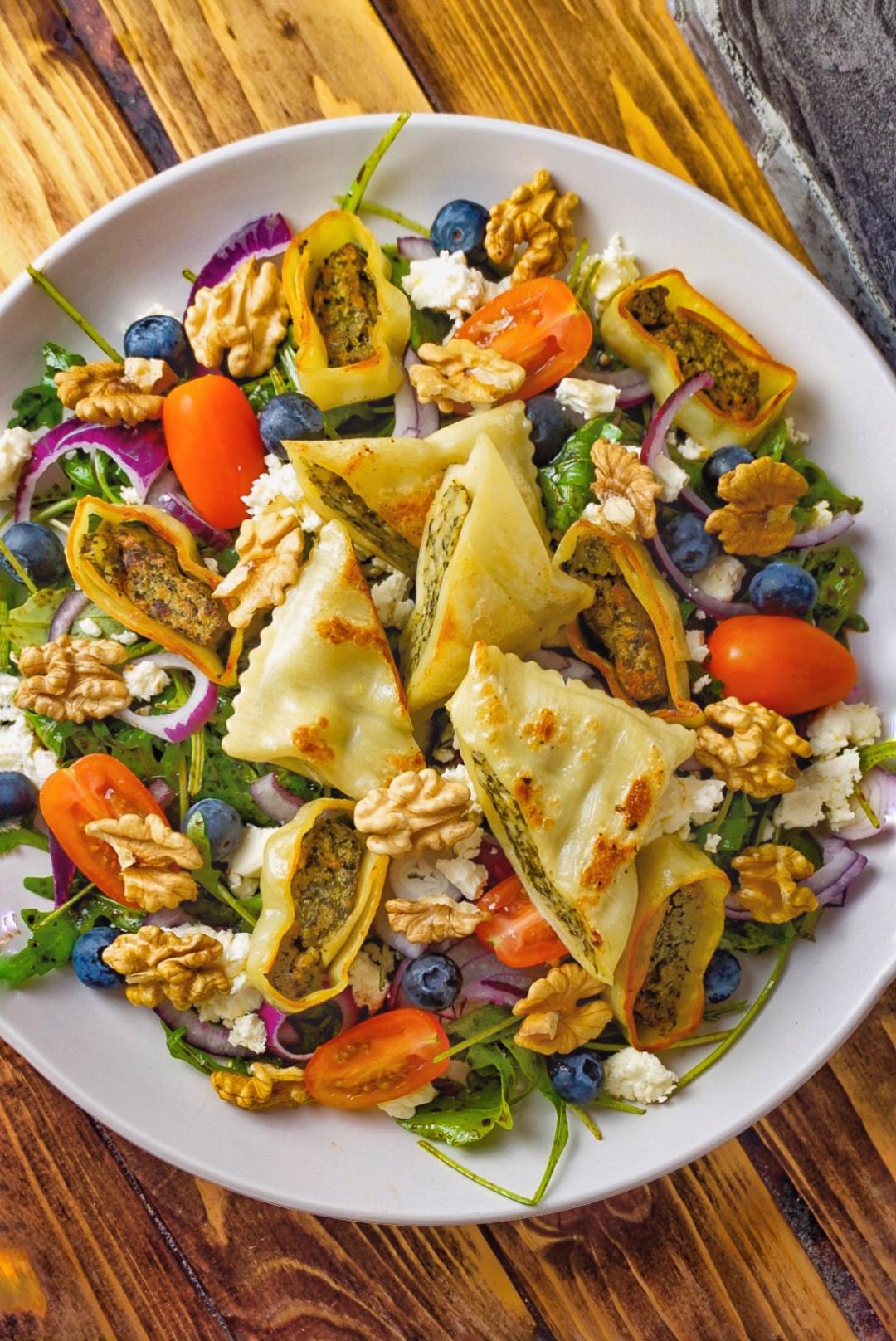 Wintersalat mit veganen Maultaschen