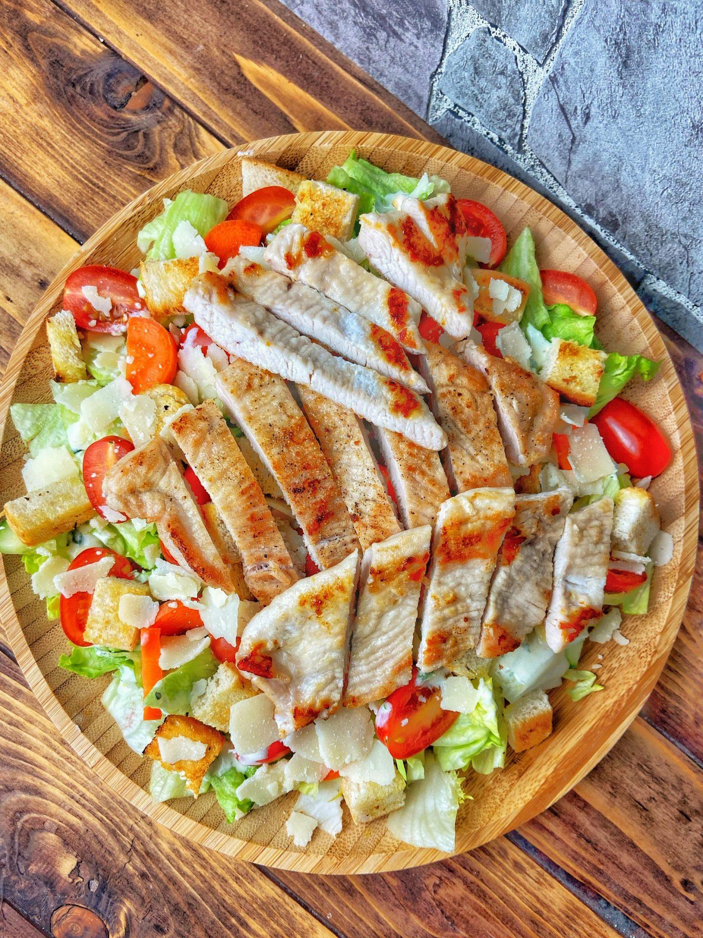 Caesar Salad mit leichtem Joghurtdressing